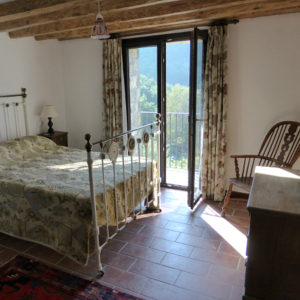 Double room with balcony and ensuite at our Bed and Breakfast Spanish Pyrenees