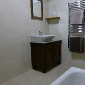 En suite bathroom with bath at our Bed and Breakfast Spanish Pyrenees