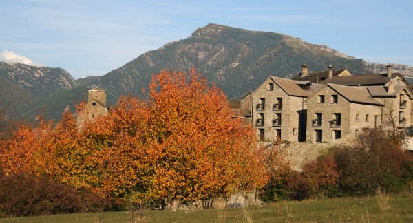 Photo of the farmhouse in autumn on Bed and Breakfast Spanish Pyrenees
