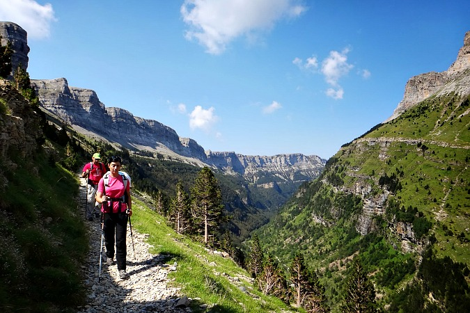 Guided walk on Spanish Pyrenees Holidays
