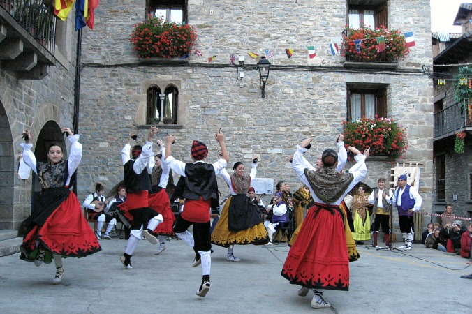 The Jota dance on Special Interest Holidays Spain
