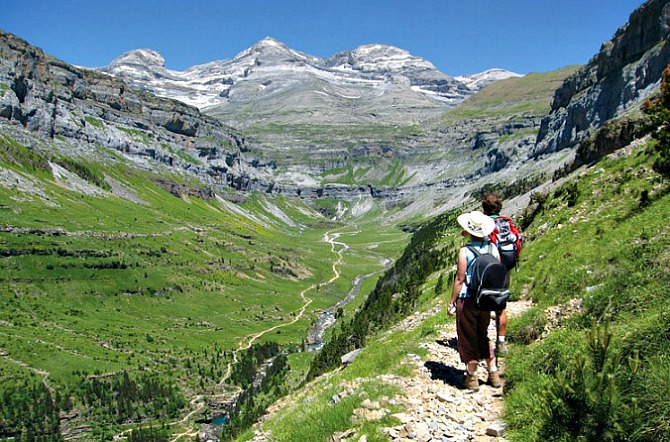 trail running holiday pyrenees spanish pyrenees holidays. Black Bedroom Furniture Sets. Home Design Ideas