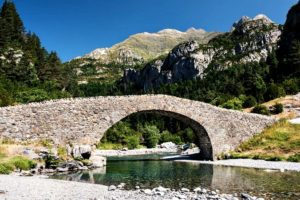 A photo of the bridge San Nicolas de Bujaruelo on our Cooking and Culture Holiday