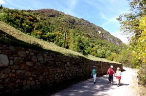 A guided walk in a Pyrenees valley on the Aragon Active Learn Spanish Holiday